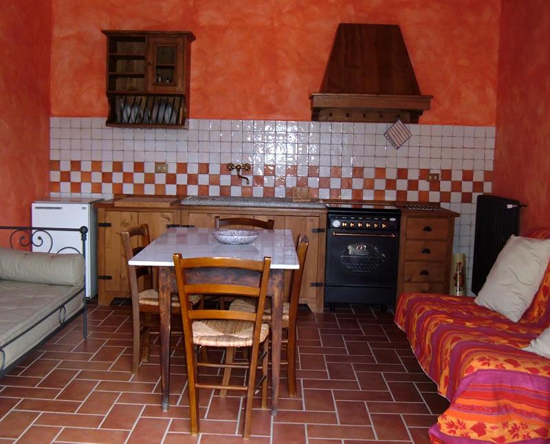 Appartamento con cucina attrezzata agriturismo podere le - Cucina attrezzata ...